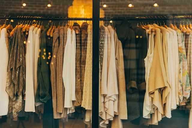 dámské oblečení za výlohou