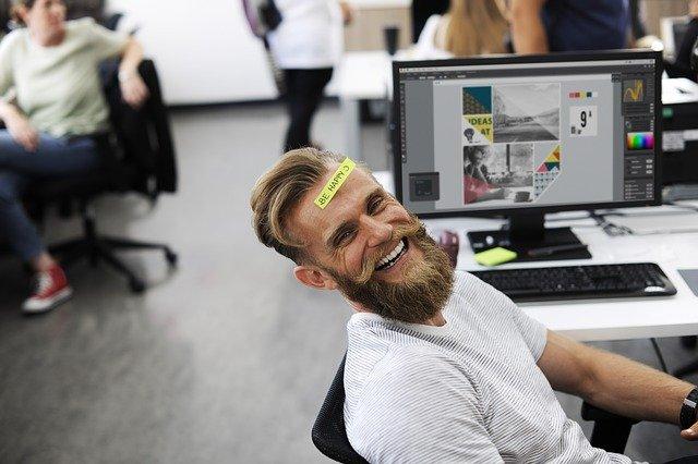 muž na pracovišti